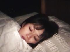 寝込みを襲われ泣きながらもマンコはトロトロになる素人娘