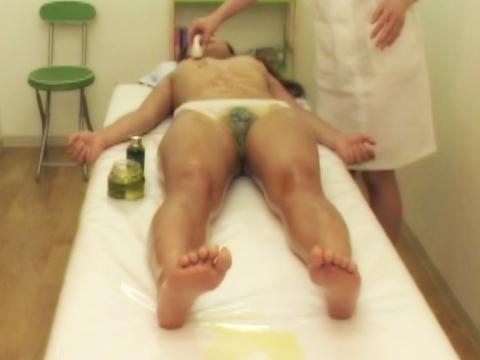 さぁ私のマッサージで行きなさいとまるで催眠術にでもかかったかの様にベッドの上でイキまくる素人ちゃん