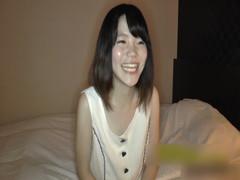 色白スレンダーの18歳素人娘と初ハメ撮りで生中出ししてクスコで覗いちゃいます