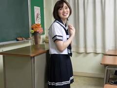 学校の教室で制服コスして3Pハメ撮り オナニーさせて着衣のまま連続中出し