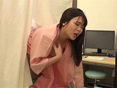 悪徳医師に不妊治療に来た人妻が媚薬を盛られ自らチ●ポにしゃぶりつき孕ませSEX