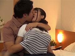 女子大生が初対面の男とキスでアツくトロけてしまって濃厚ベロチュー生中出しSEX