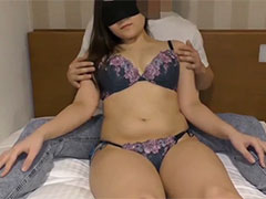 ファミレスでバイトの合間にホテルに誘ったみほちゃんは経験人数2人と少ないけどラブラブ濃厚セックスしてくれました