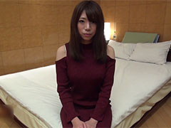 新たな刺激を求める美人妻の人生初ハメ撮りセックス