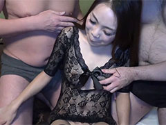 Hな26歳美人と怒涛の連続イキまくり3P乱交