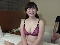 ぽちゃロリ巨乳23歳若妻を3Pセックスで連続中出し